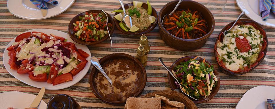 classic-egypt-tour-dahabiya-food