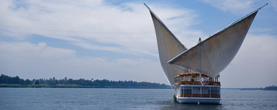 classic-egypt-tour-dahabiya-sailing