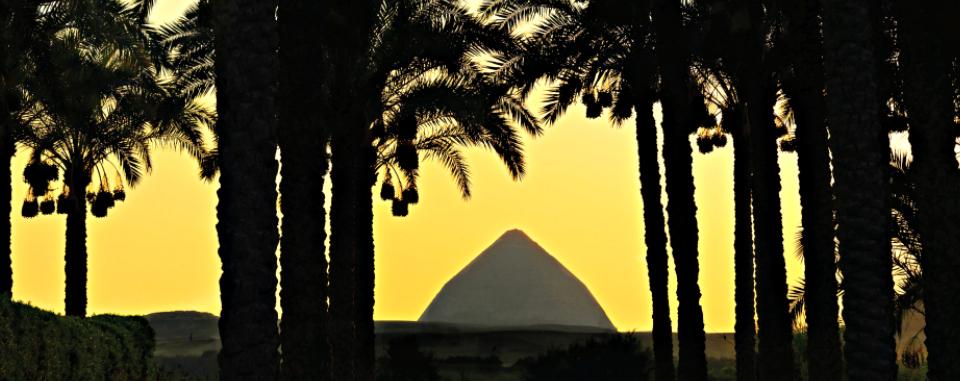 classic-egypt-tour-dahshur-pyramid