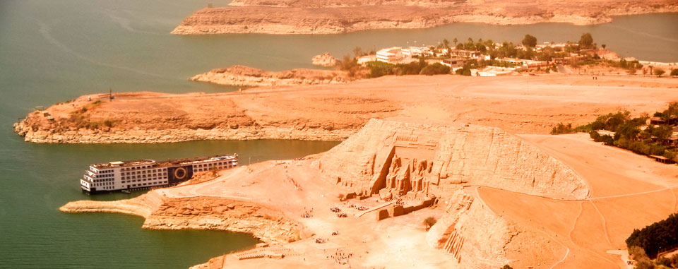 lake_nasser_cruise_egypt_abu_simbel_mooring